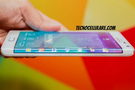 samsung-galaxy-note-edge-ecco-il-primo-smartphone-con-display-laterale-curvo